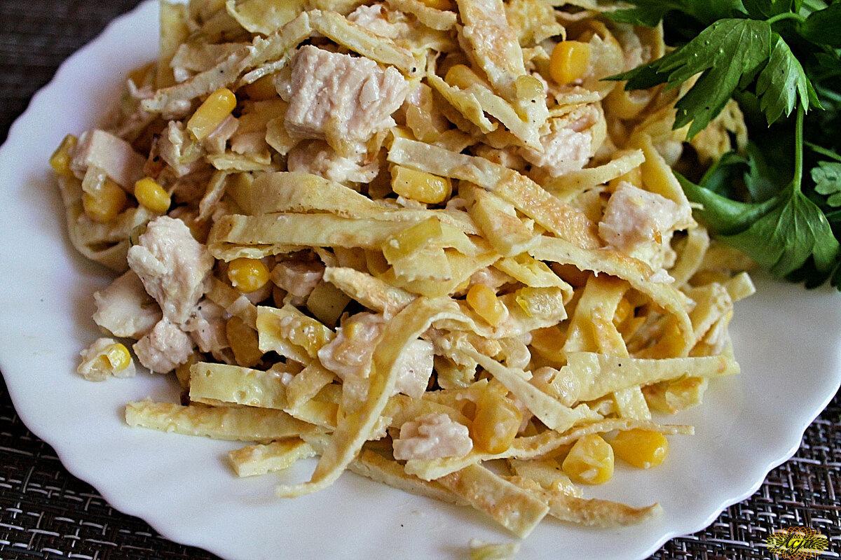 Куриный салат с блинчиками: 6 замечательных рецептов