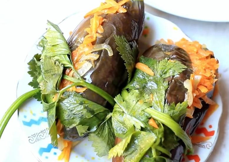 Квашенные баклажаны, фаршированные морковью, зеленью и чесноком — самые вкусные рецепты