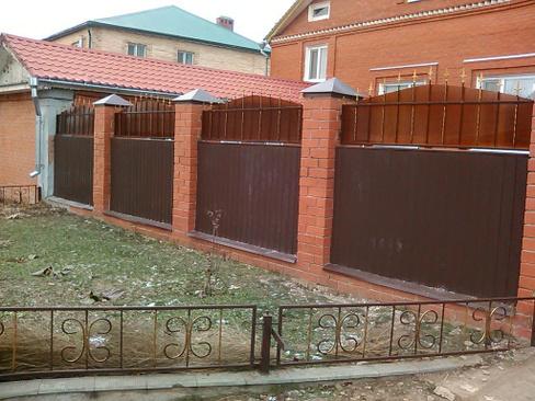 Делаем комбинированный забор из поликарбоната и профнастила