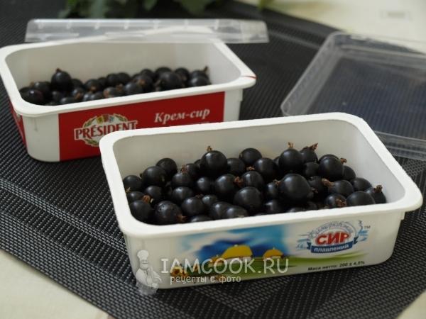 Как замораживать красную смородину на зиму в морозильной камере: можно ли заморозить с веточками, как правильно хранить в холодильнике и нужно ли мыть