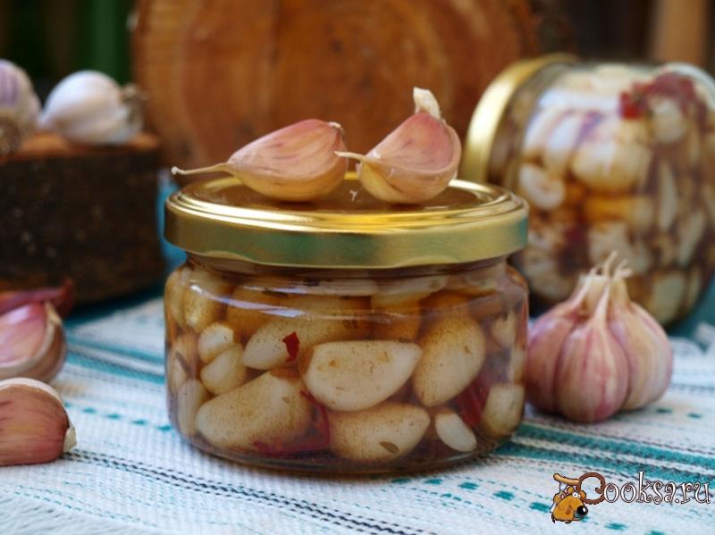 Консервированный маринованный чеснок зубчиками с крыжовником – пошаговый рецепт с фото