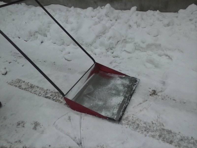 Отвал для мотоблока: конструкции крепления снежной лопаты к мотоблоку. как выбрать приставку с отвалом для чистки тротуаров?