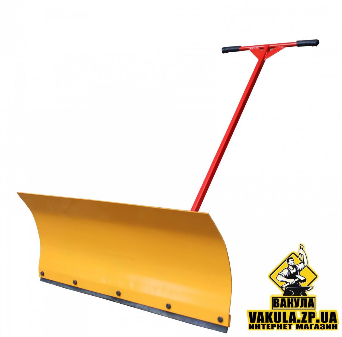 Лопата и скребки для уборки снега