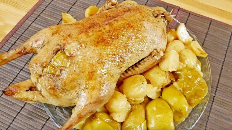 Сочная и мягкая утка с картошкой в духовке - 8 вкусных рецептов