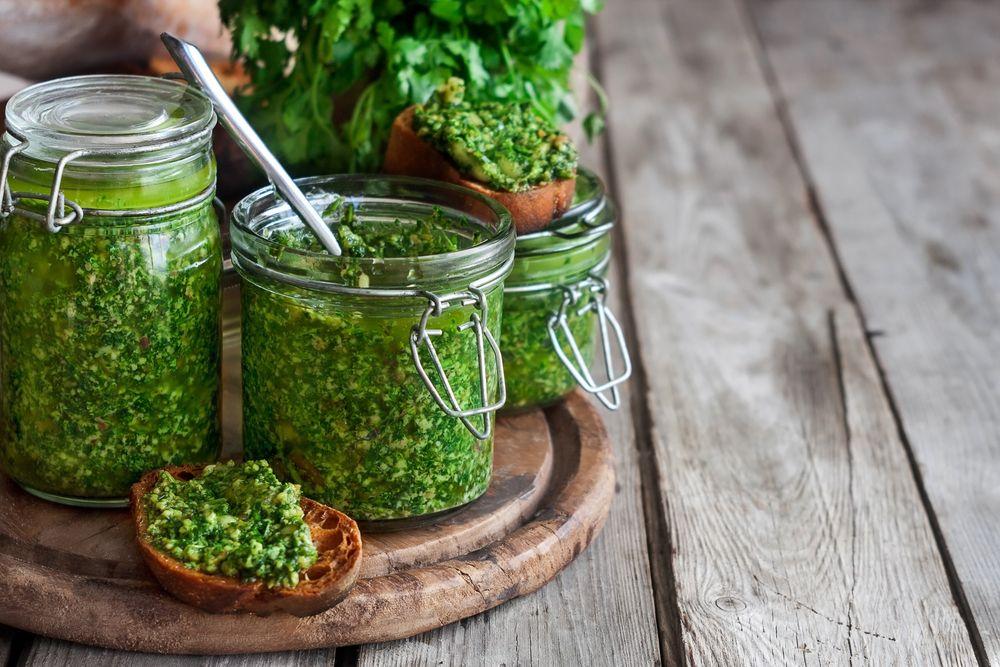 Просто песто — классический рецепт и 3+ вариации итальянского соуса