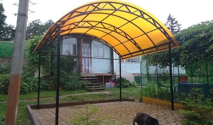 Навесы из поликарбоната во дворе частного дома - 110 фото примеров