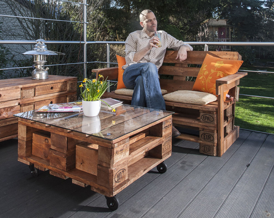 Мебель для дачи своими руками из подручных материалов (42 фото): дачные столы и стулья с описанием и схемами, красивые идеи для сада