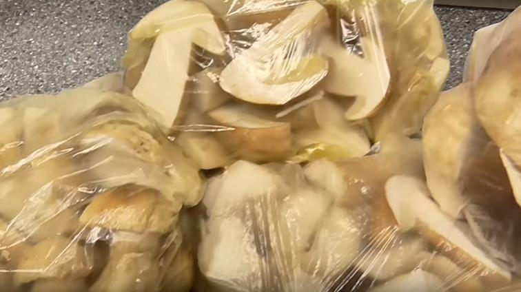 Сколько можно хранить свежие замороженные грибы в холодильнике и морозилке? 2020 год