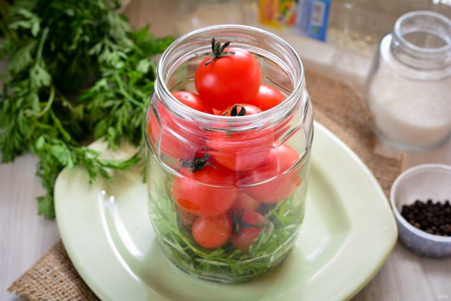 Маринованные помидоры на зиму с морковной ботвой рецепт с фото - 1000.menu