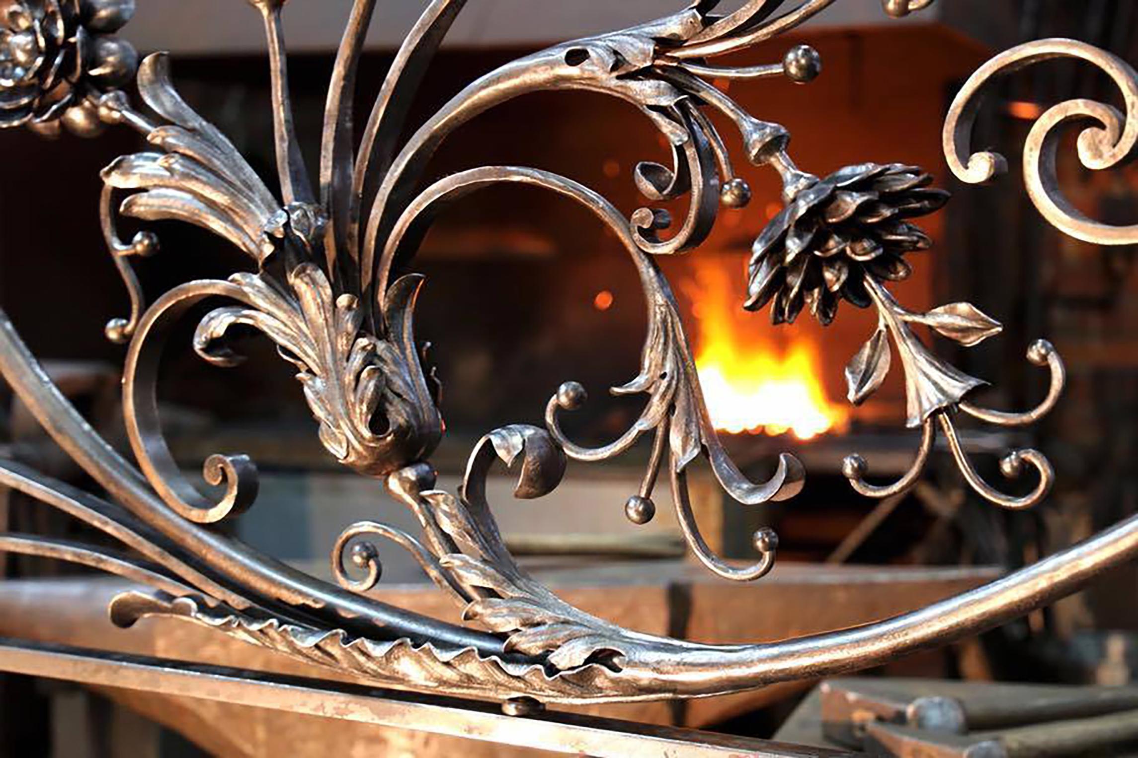 20 оригинальных идей использования кованых изделий дома и на приусадебном участке