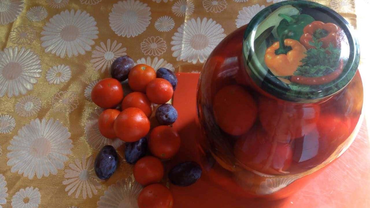 Рецепты и особенности маринованных помидоров со сливами на зиму