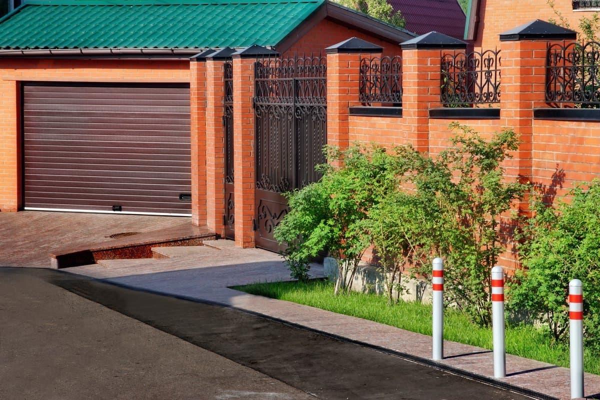 Забор из поликарбоната между соседями на даче, для частного дома