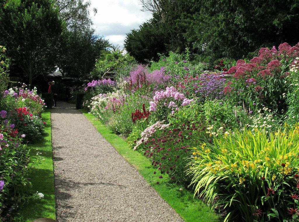 Как создать английскую клумбу в своем саду?