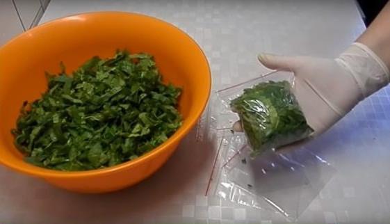 Как заморозить шпинат на зиму в домашних условиях: способы шариками, для смузи