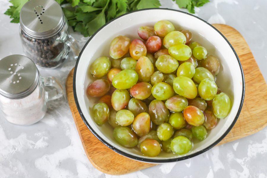 Пошаговый рецепт маринованного винограда под оливки на зиму