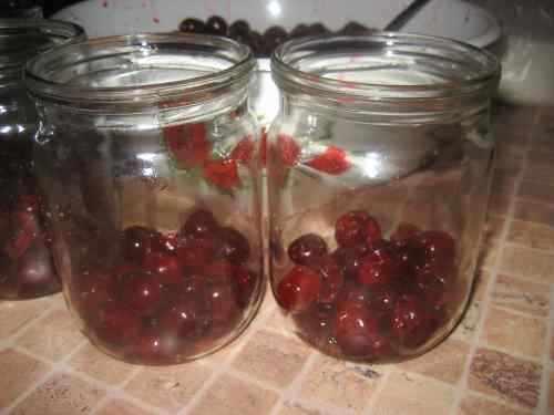 Ароматный компот из вишни на зиму — рецепт на 3 литровую банку, без стерилизации, с косточкой — простые заготовки — фото и видео рецепты вишневого компота на зиму на 3 литра