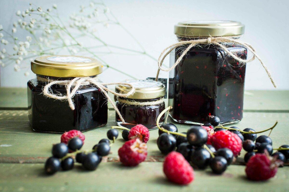 Варенье ассорти: как сварить по рецепту джем из черной и красной смородины, малины и крыжовника на зиму?