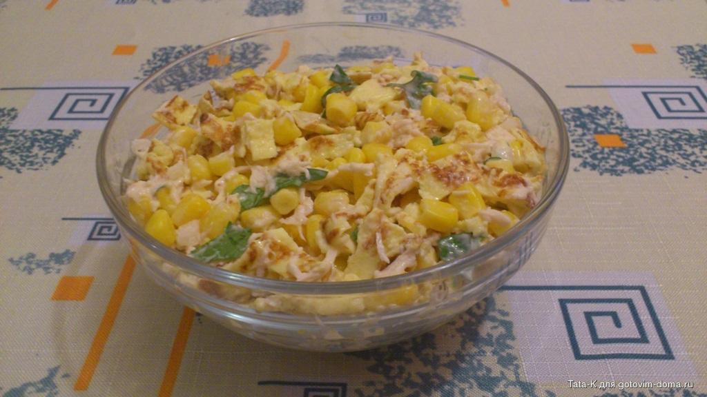 Пять рецептов оригинальных салатов с яичными блинчиками
