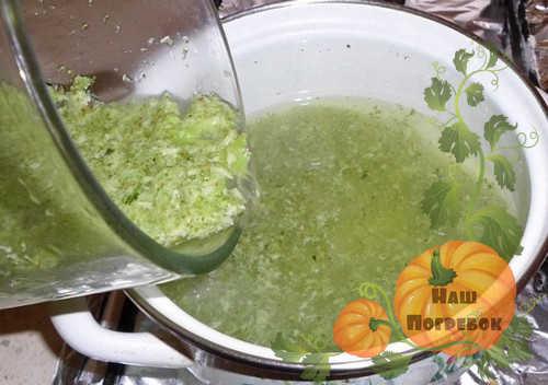 7 очень хороших рецептов маринованных огурцов в томатном соке