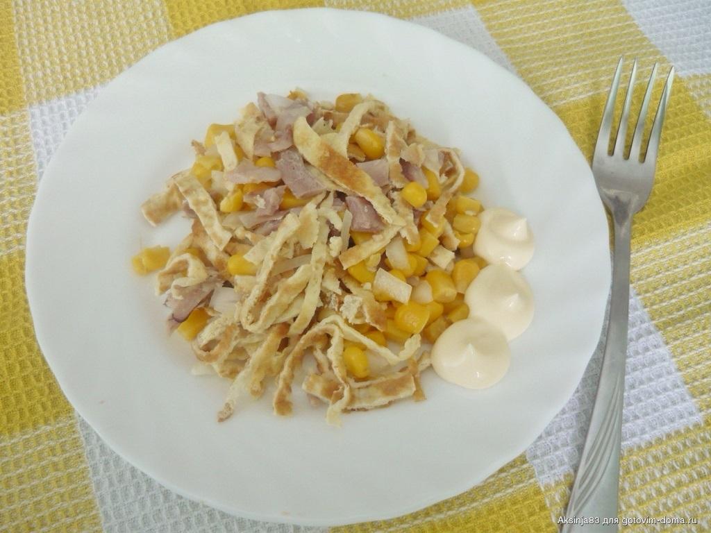 Рецепт салата с курицей и яичными блинчиками | меню недели