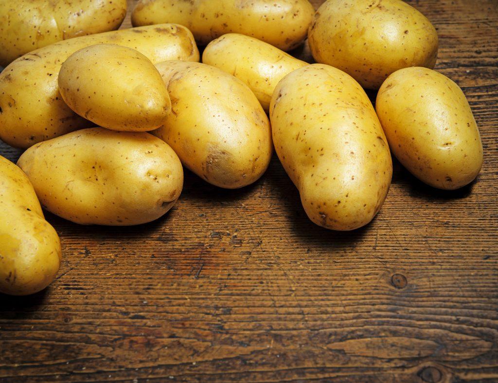 Почему огородники так любят выращивать картофель «вишенка»: характеристика и описание сорта