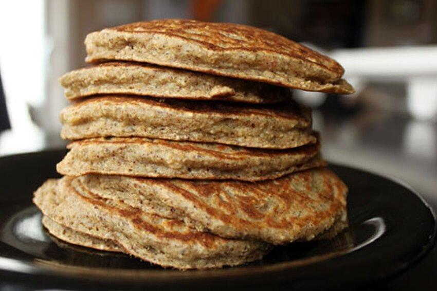 Блины из овсяной муки: польза, рецепты диетических блинчиков на завтрак
