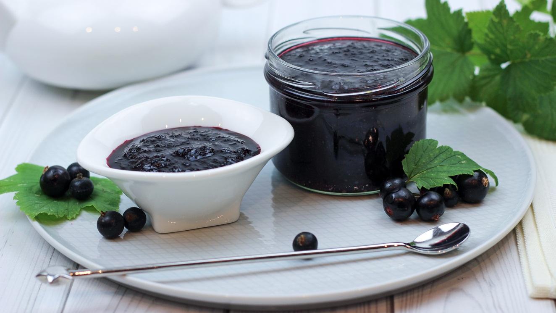 Заготовка черной смородины без варки: 4 проверенных варианта