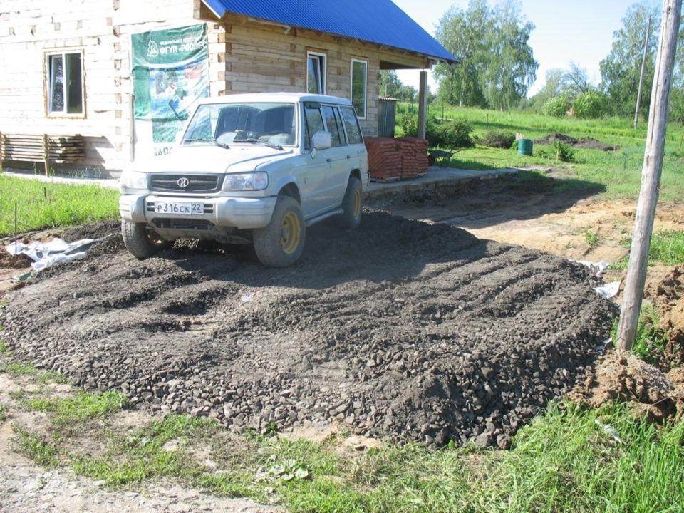 Стоянка своими руками: для машины, на даче, как сделать, из щебня