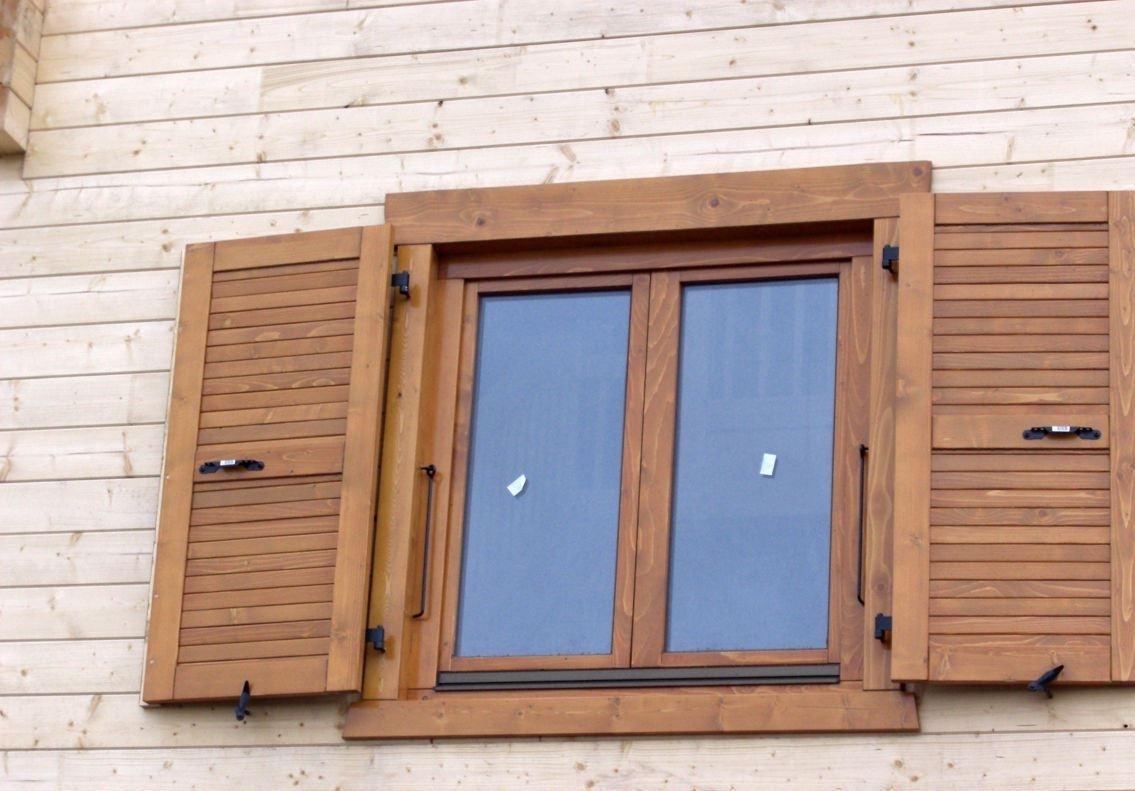 Как выбрать и сделать ставни на окна для дачи своими руками?