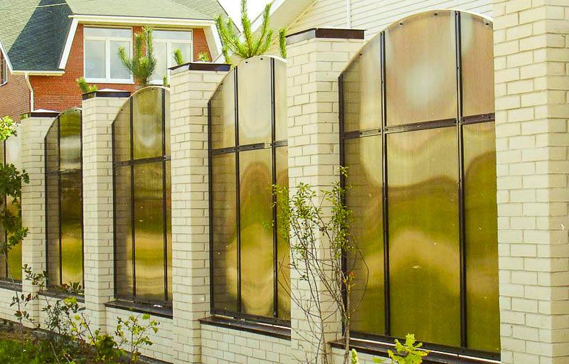 Забор из поликарбоната на даче своими руками