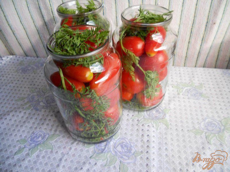 Помидоры с морковной ботвой на литровую банку
