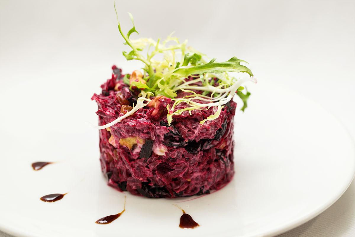 Салат свекла с черносливом и грецким орехом - асенал простых закусок к любому застолью: рецепт с фото и видео