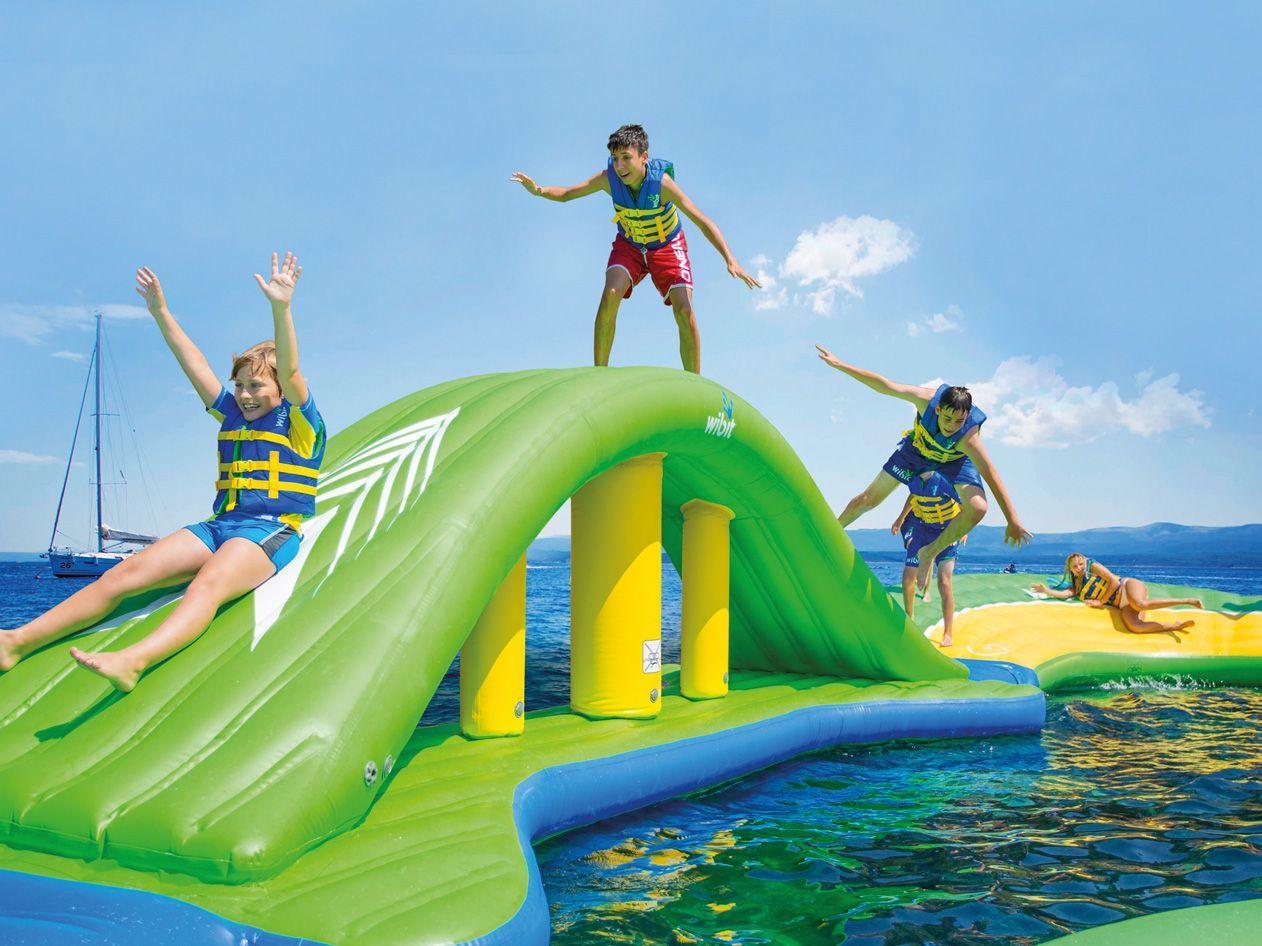 Горки для бассейна: надувные и пластиковые детские водные горки. что выбрать для большого бассейна на дачу?