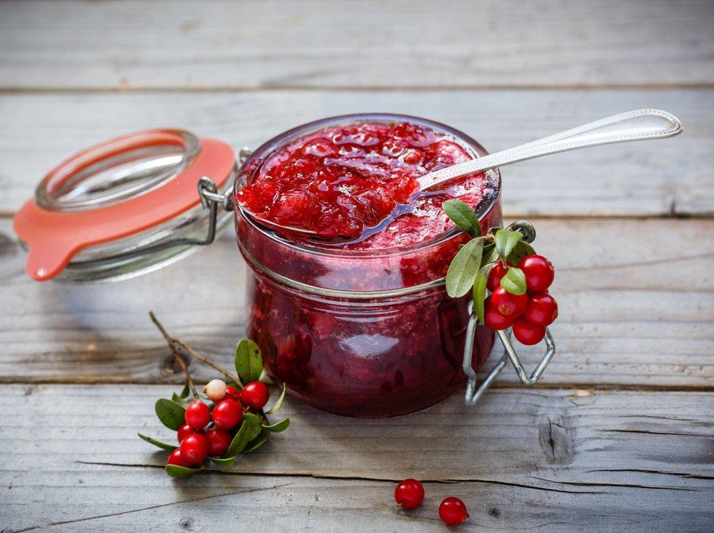 Брусника на зиму - лучшие способы заготовки ягод впрок
