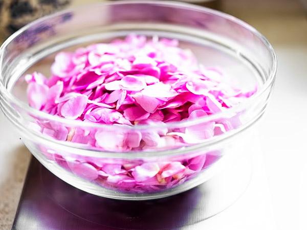 Варенье излепестков роз: полезные свойства, старинные исовременные рецепты, способ приготовления без варки