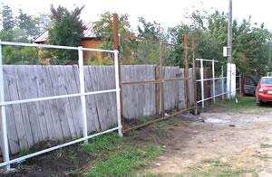 Забор из шифера своими руками: установка и особенности конструкции