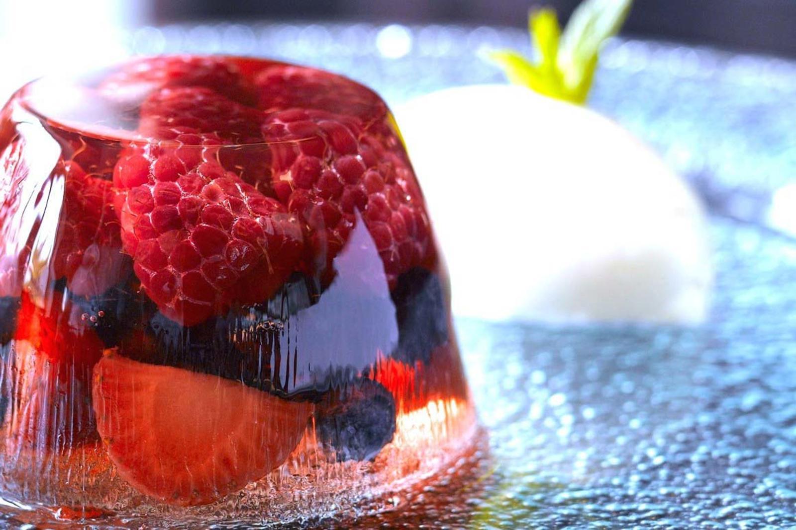 Вишневое желе: популярные рецепты приготовления освежающего десерта