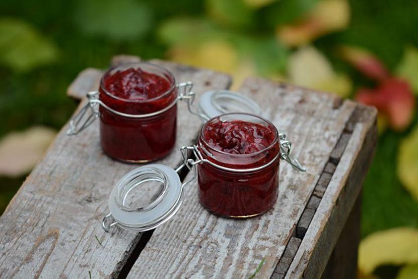 Брусника на зиму без варки: несколько рецептов моченых ягод с сахаром, полезные советы