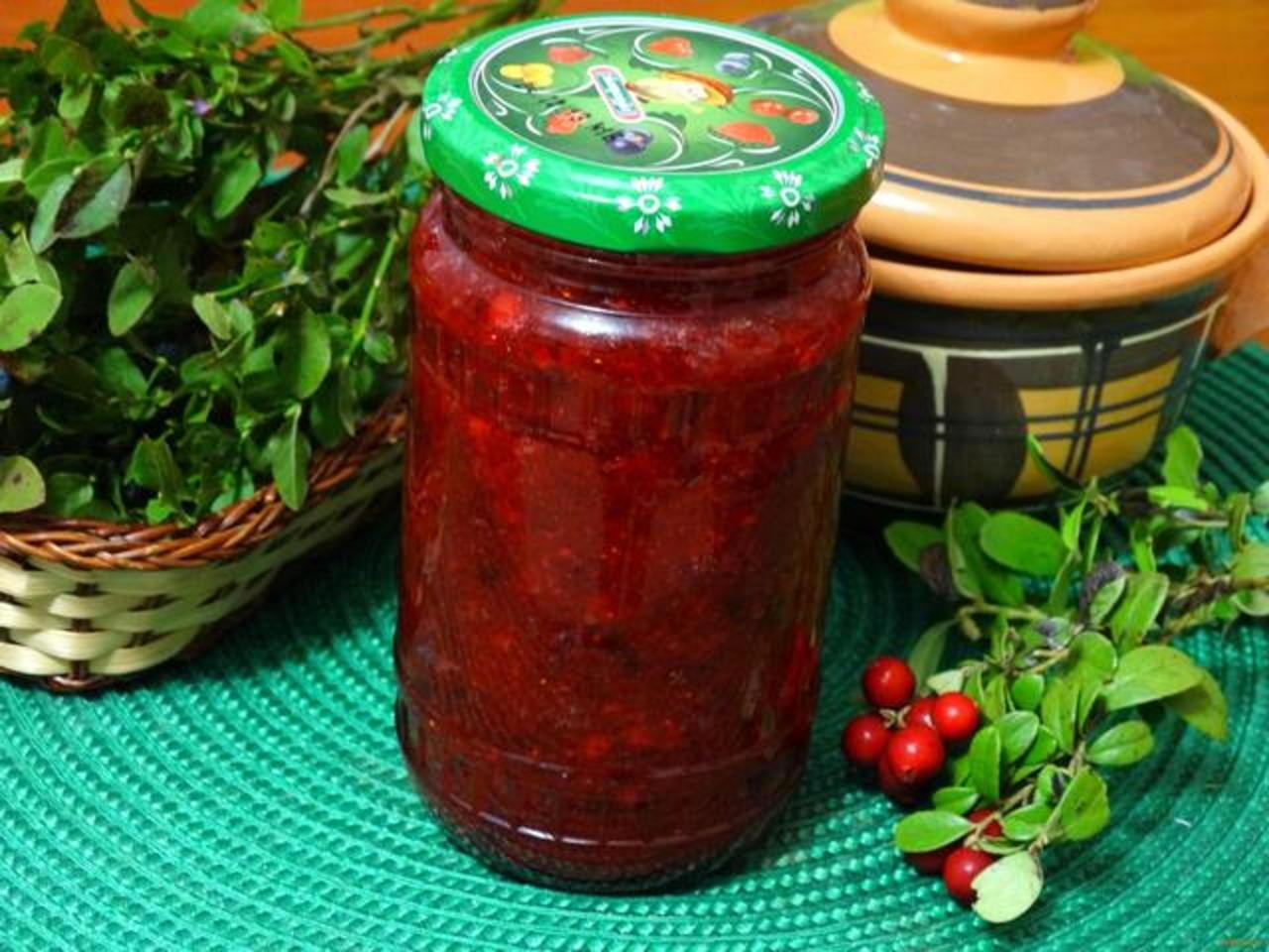 ТОП 10 рецептов моченой брусники на зиму, в домашних условиях, холодным и горячим способом