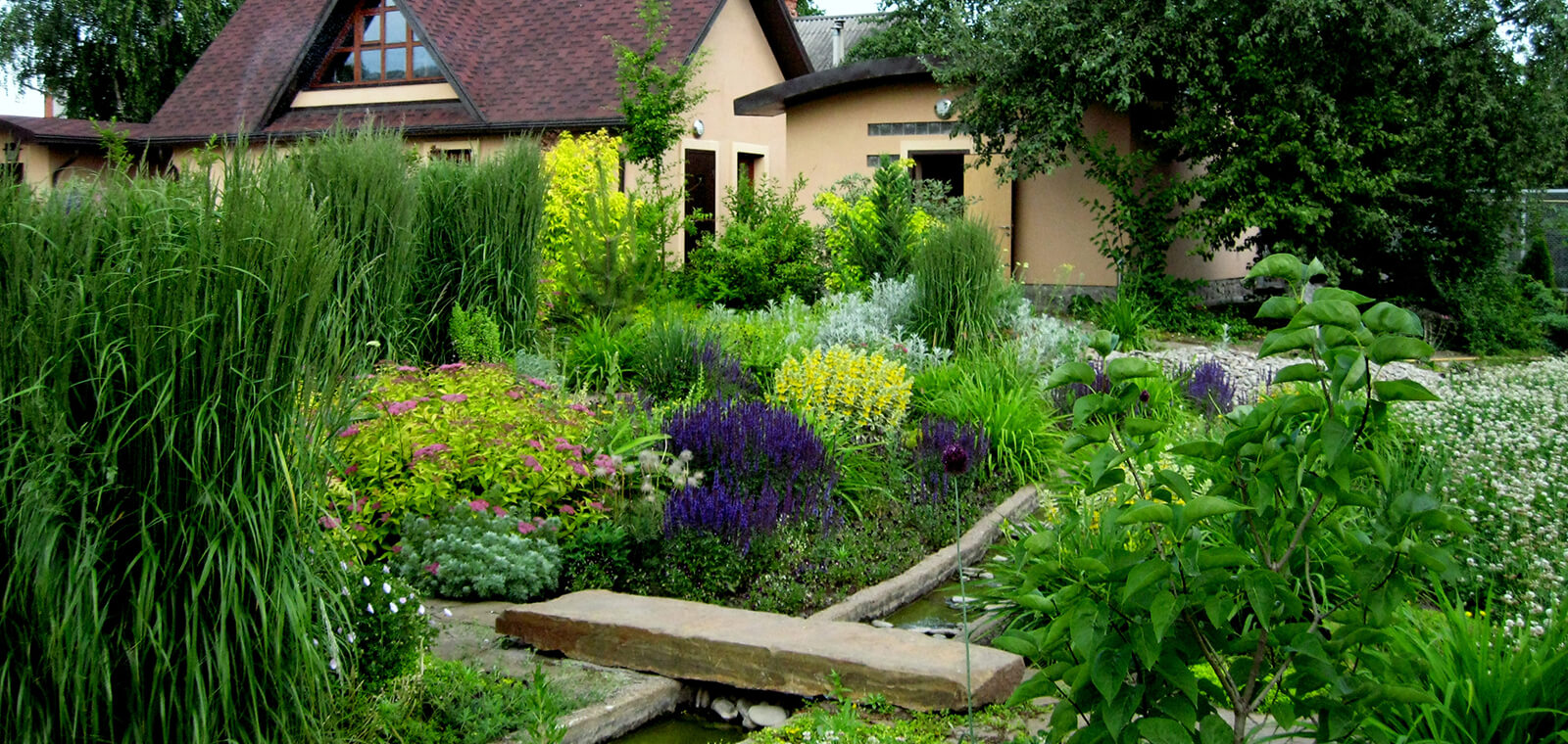 Сад в природном стиле ландшафтного дизайна: какие растения выбрать, как оформить и украсить