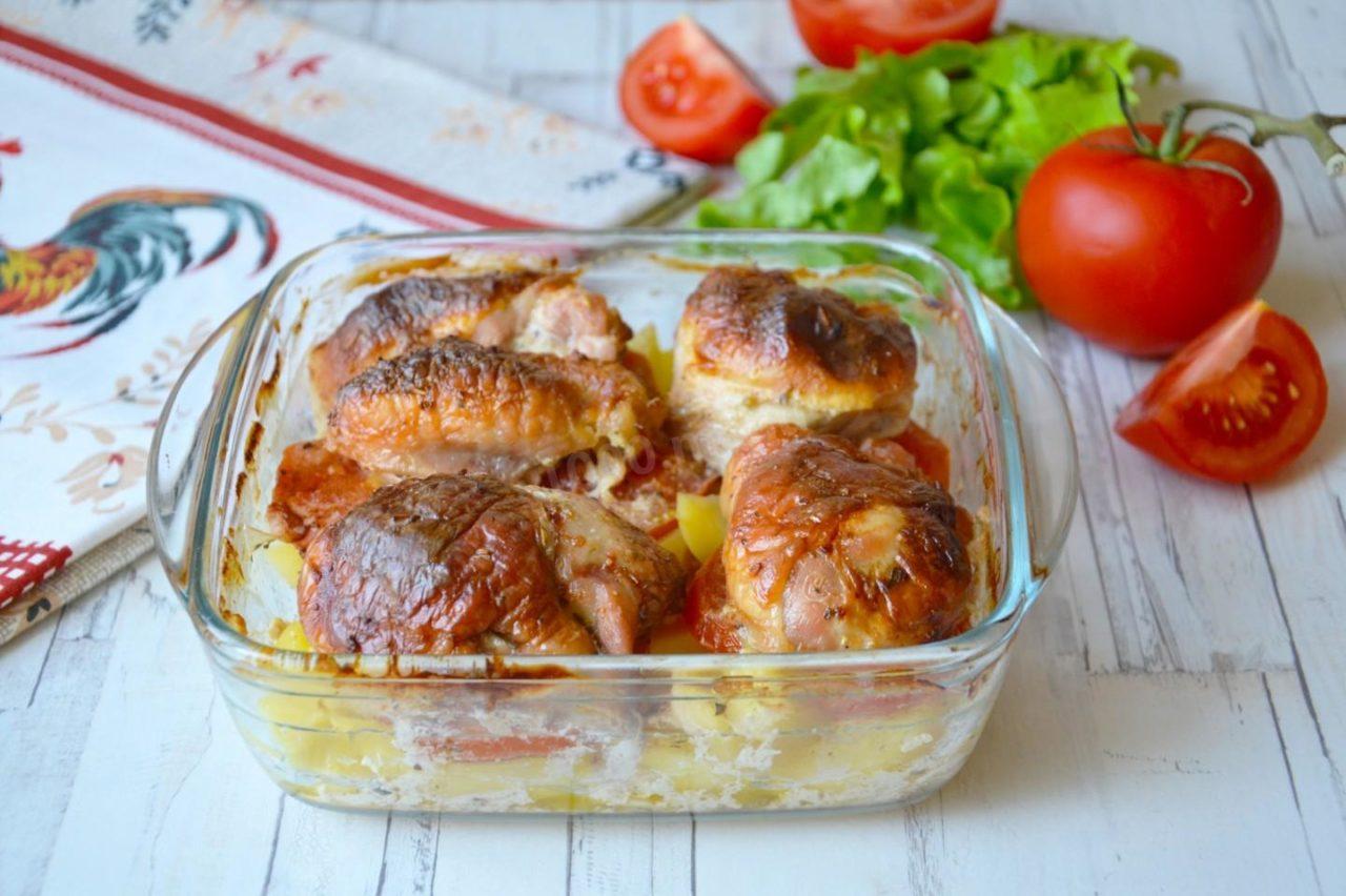 Как вкусно запечь картофель дольками в духовке с румяной корочкой