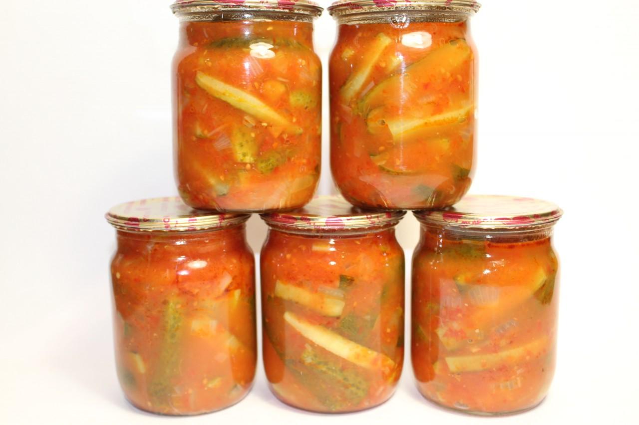 Огурцы с кетчупом чили на зиму в литровых банках - пошаговый рецепт