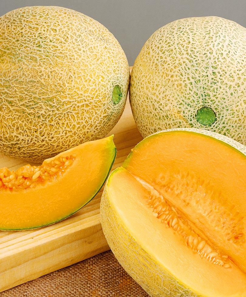Почему дыня может быть с оранжевой мякотью внутри что это за сорта