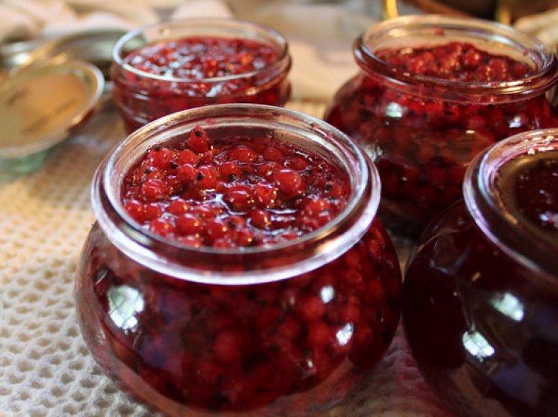 Красная смородина – заготовки на зиму без варки + видео