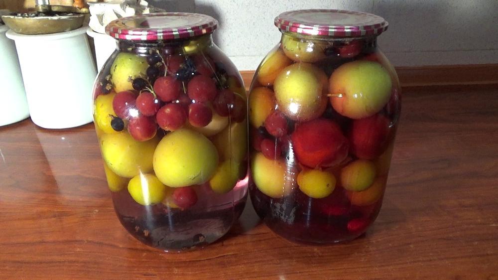 Как приготовить компот из фруктов на зиму?