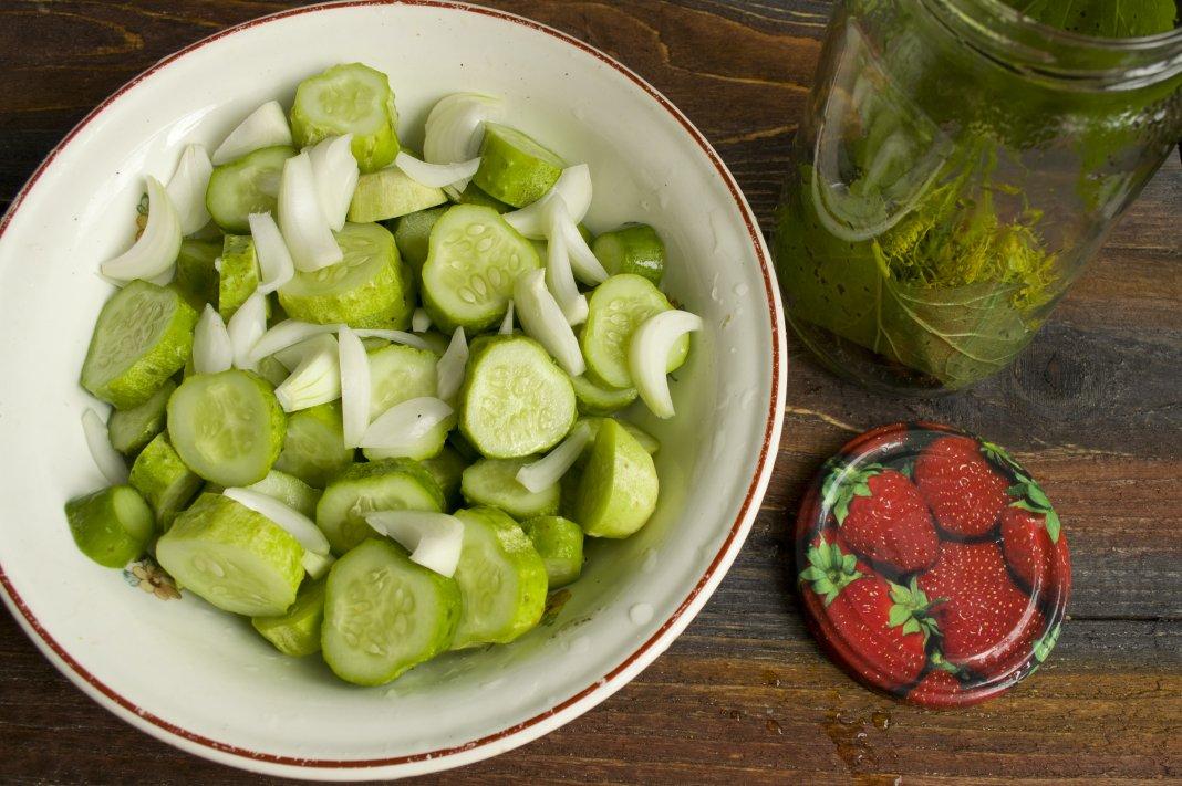 Рецепт огурцов детских, маринованных с лимонной кислотой на зиму и сроки хранения заготовок