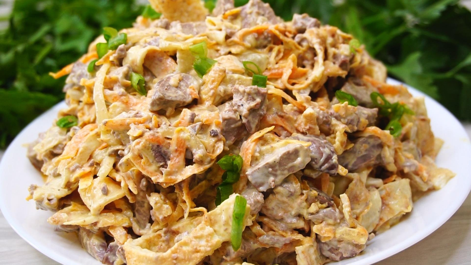 Салат разбойничий с курицей и блинами. салат с курицей и яичными блинчиками | дачная жизнь