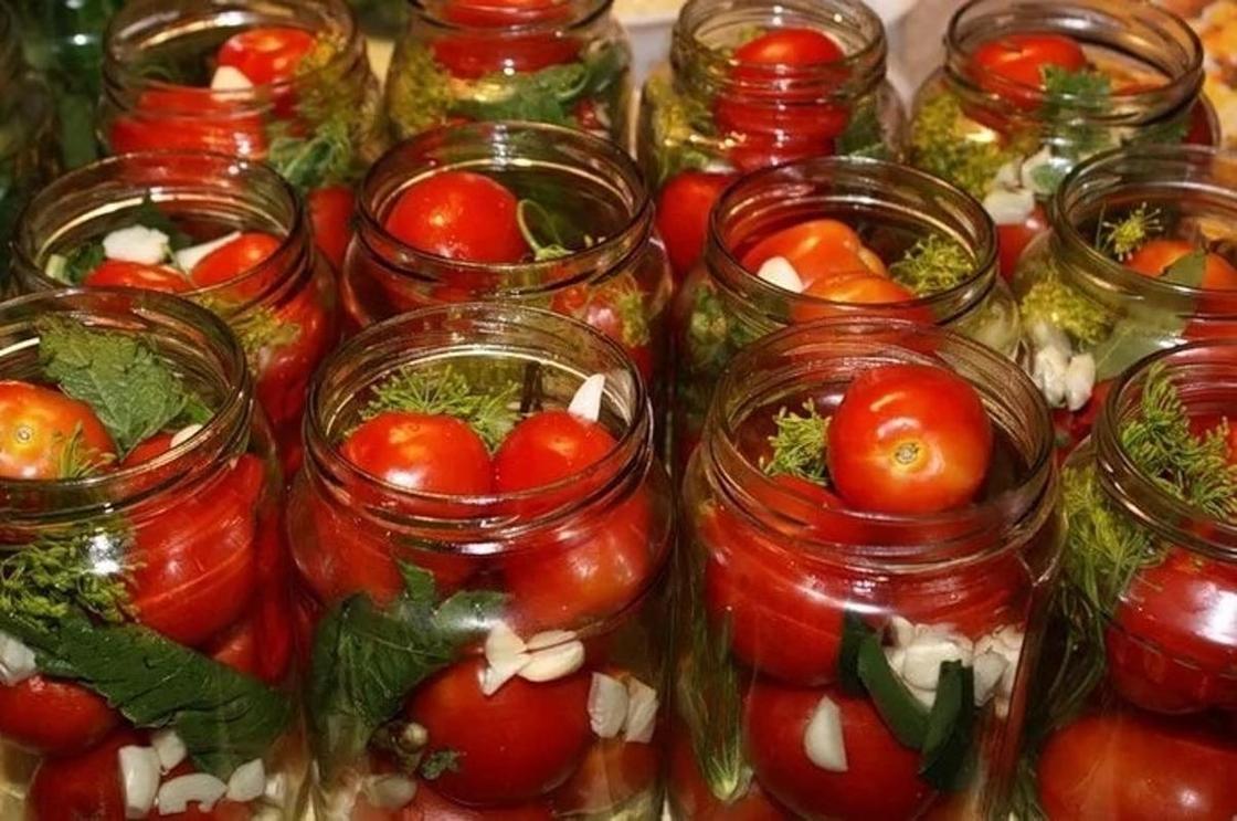 Хреновина с помидорами и чесноком: 5 рецептов на зиму + секреты чтобы не закисала