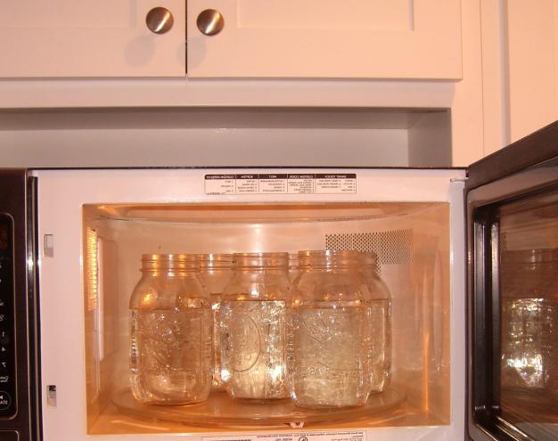 Стерилизация банок в микроволновке: с заготовками и пустые