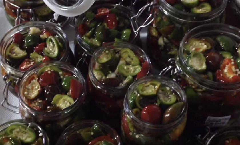 Маринованный горький перец на зиму с маслом: лучшие простые рецепты консервации жгучей закуски, советы по приготовлению пикантных острых закруток